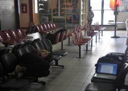574-longa-espera-no-aeroporto-de-paramaribo,-no-suriname.-deu-ate-para-dormir-ou-trabalhar...-nikon (14774)
